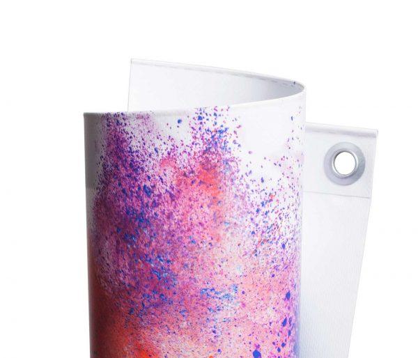 Eingerolltes, farbig bedrucktes PVC Frontlit 510g Material umweltfreundlicher Latexdruck mit Oese leicht gedreht