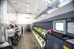 Druckmaschinen fertigen Meshdrucke an