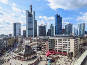Bannerdruck Frankfurt - Skyline bei Tag